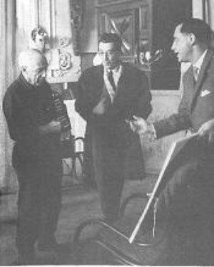 """Picasso, Daniel Jacomet et P.A. Weill en 1960 à Mougins lors de la présentation de l'album : """"Faunes et Flore d'Antibes""""."""